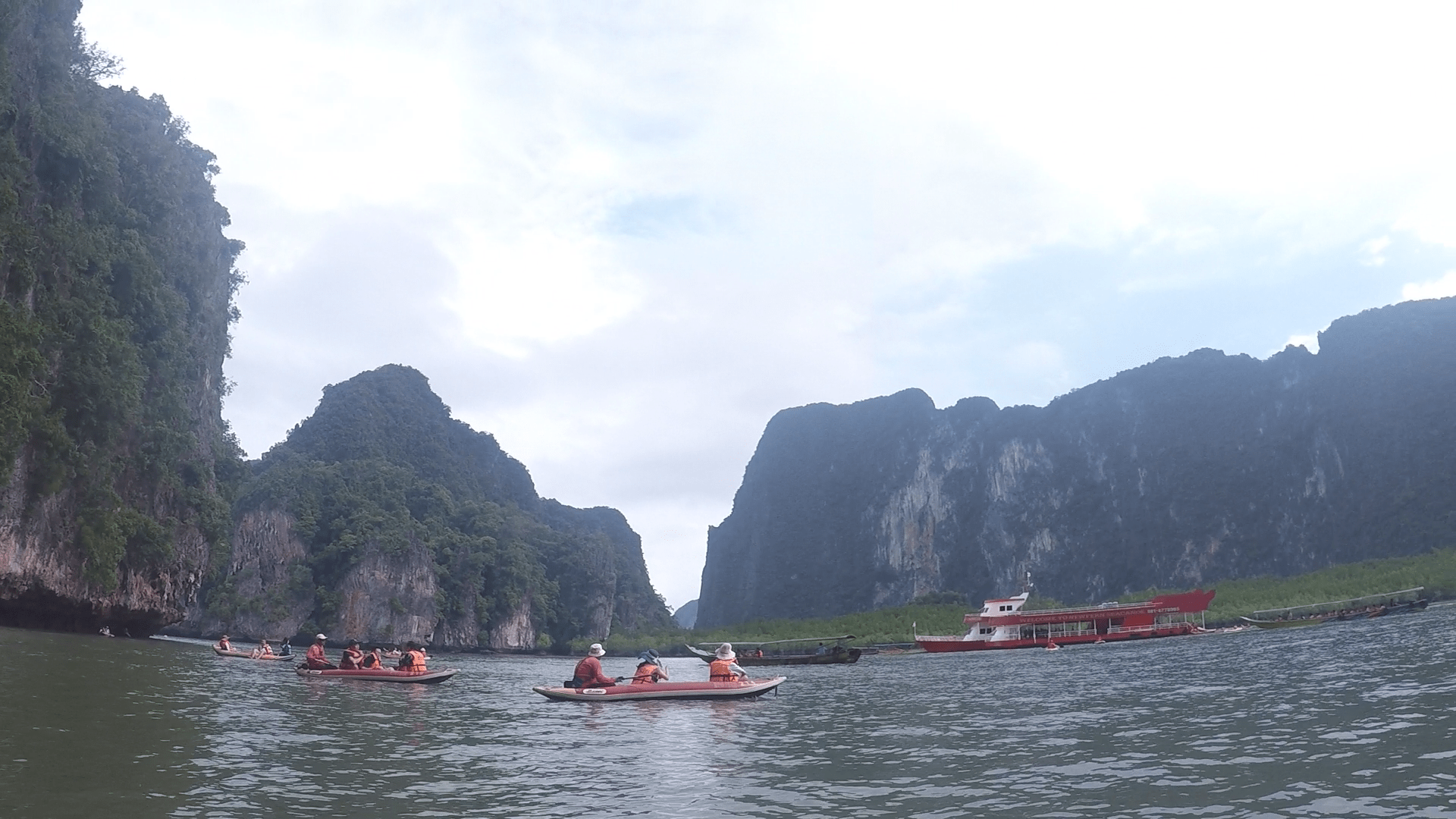 kayak y rema en la playa de Ton Sai