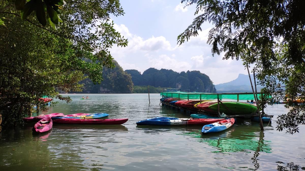 Kayak alrededor de la bahía de Pha Nga