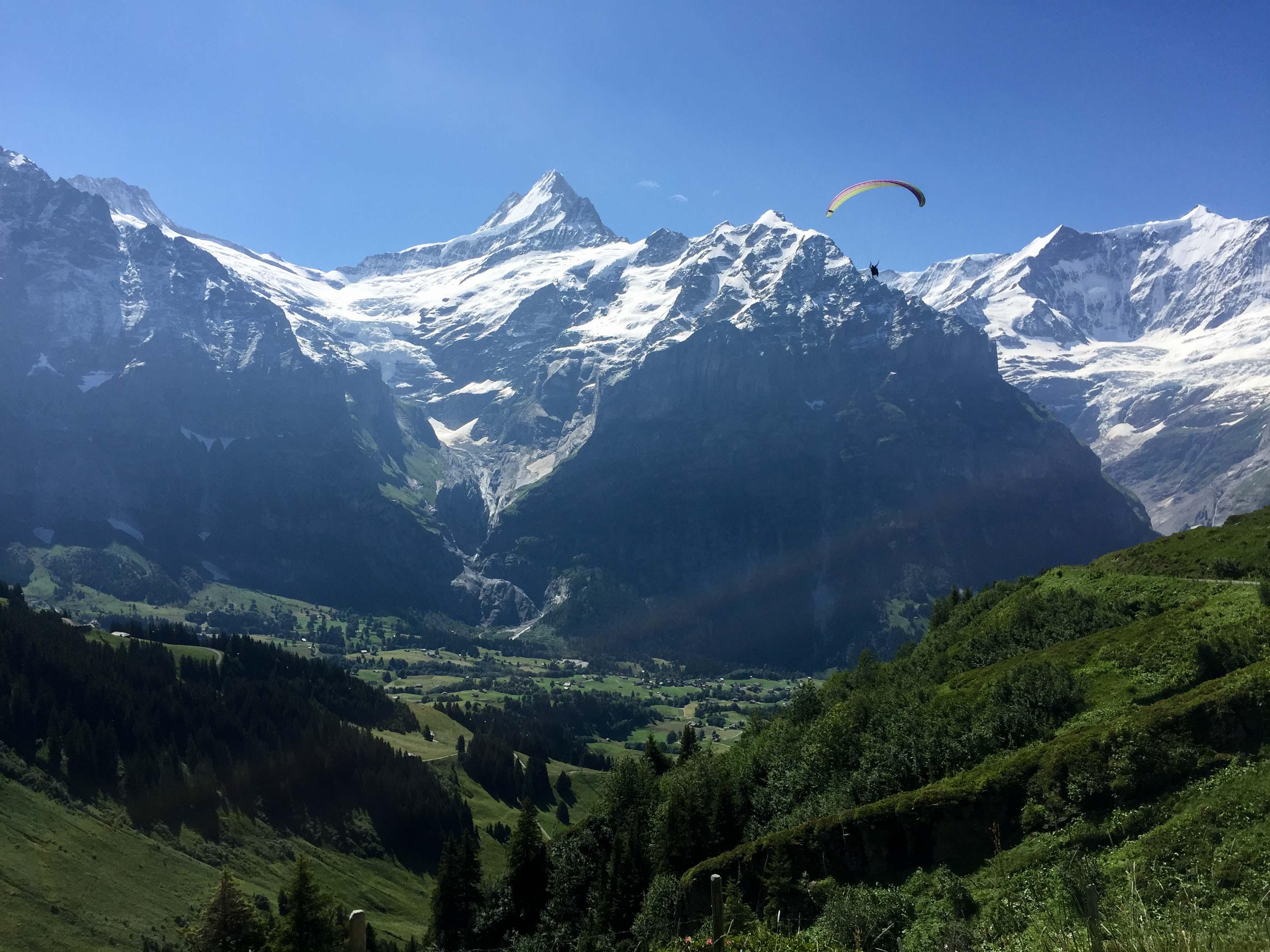 Paracaidismo sobre los Alpes suizos