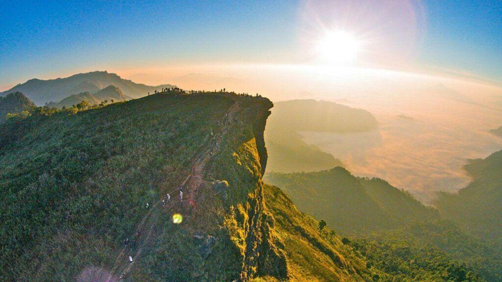 De Pie Sobre Las Nubes En Phu Chi Fa En El Norte De Tailandia 2