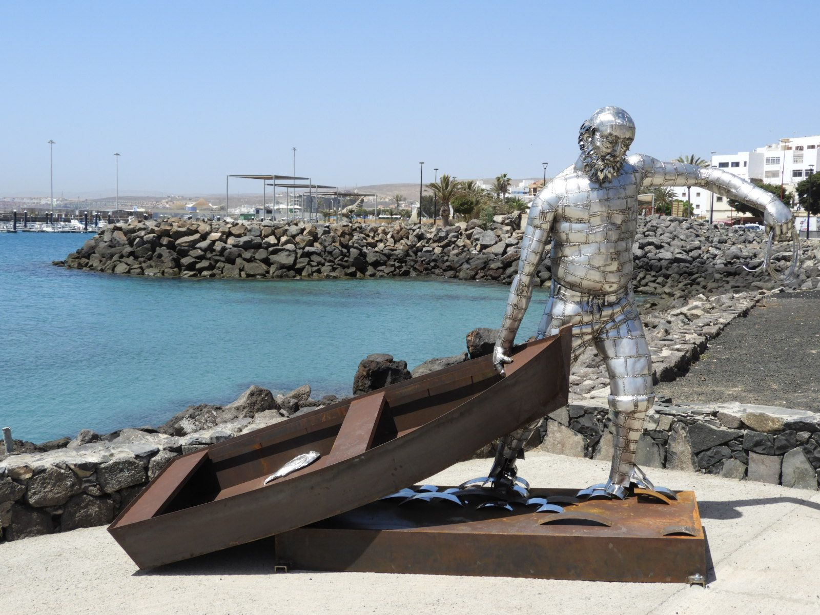 Esculturas en puerto del rosario Fuerteventura