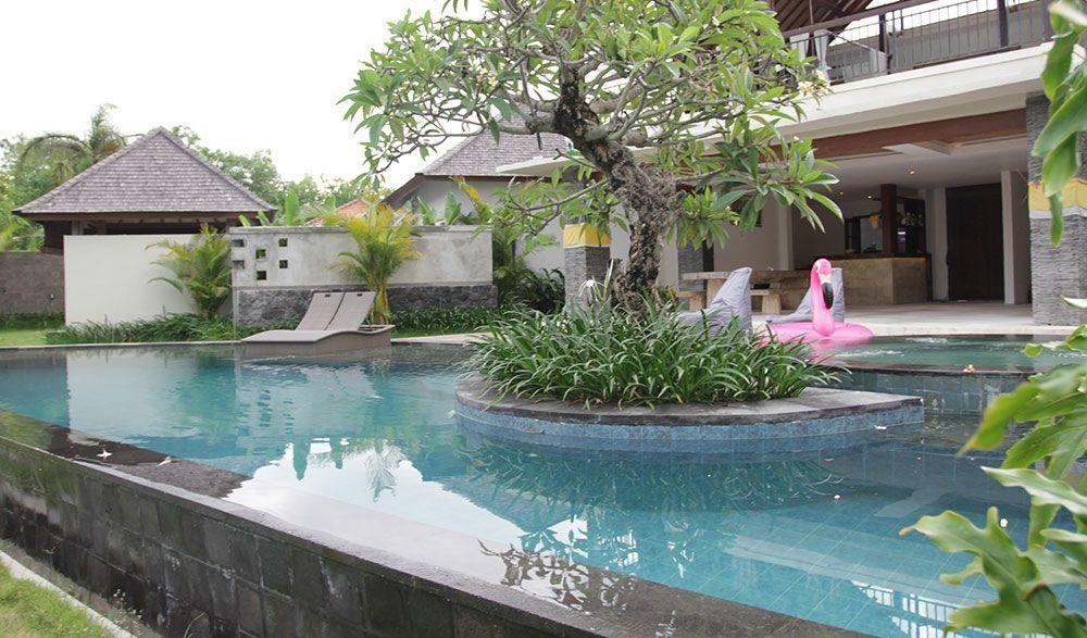 Water Edge Villa by Soscomma