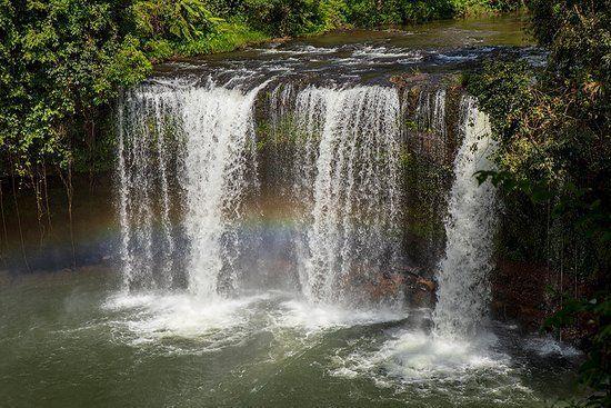 Cascada Saltando en Paksong