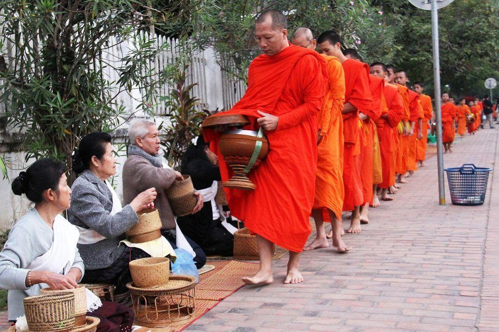 Ceremonia de Dar Limosna de los Monjes
