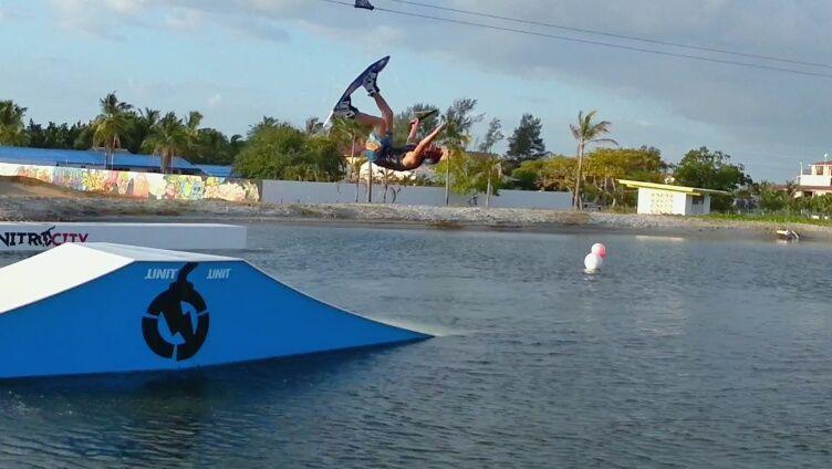 Wakeboarding en el Complejo de Deportes Acuáticos de Camsur