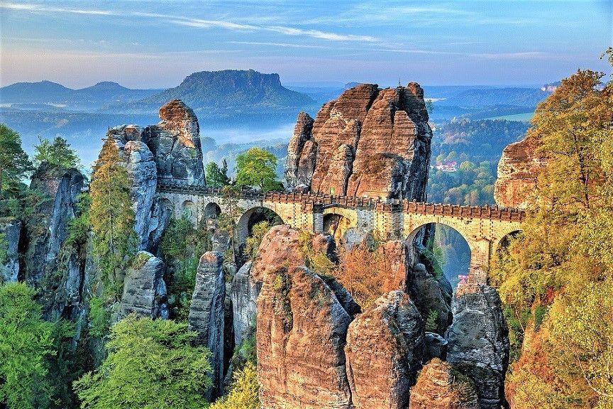 Puente de Bastei y Bastei